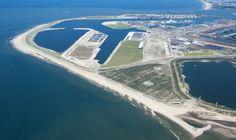 Maasvlakte 2 - Lesmateriaal voor groep 7 en 8 over de aanleg van de nieuwe haven in Rotterdam. Meer info op www.podiumvooronderwijs.nl/maasvlakte2.
