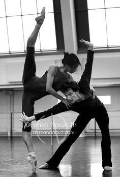 Elisa Carillo Cabrera and Mikhail Kaniskin in rehearsal.  Photo by Enrico Nawrath