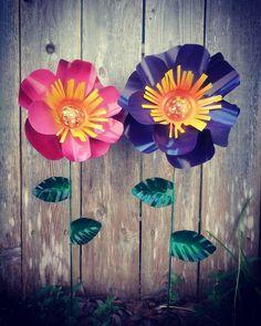 Metal Garden Art Peony flower garden stakes flower garden Tin Can Crafts, Metal Crafts, Crafts To Make, Tin Can Art, Soda Can Art, Fundraising Crafts, Tin Can Flowers, Craft Show Ideas, Diy Ideas