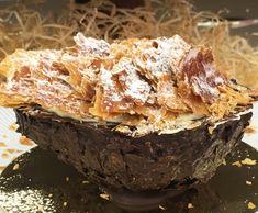 CREME MONTADO DE CHOCOLATE BRANCO  300g de creme de leite fresco com 35% de gordura Raspas finas da casca de 1 laranja 220g de chocolate branco picado