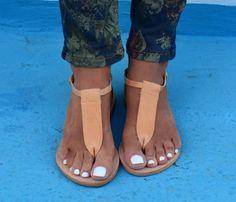Women T-strap Flat Thong Beach Sandals Beige Sandals, Leather Sandals Flat, Cute Sandals, Flat Sandals, Rubber Sandals, Chunky Shoes, T Strap Flats, Casual Heels, Jimmy Choo Shoes