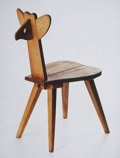 Wladyslaw Wincze and Olgierd Szlekys. Fawn chair, 1946.