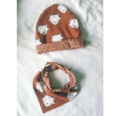 bonnet et bandana pour bambin cousus dans du jersey en coton bio Elvelyckan design, tissu en vente (à partir de 0,25 mètre) sur 36 bobines. Slouch Beanie, Match Me, Coton Biologique, Baby Wearing, Bandana, Winter Hats, Inspiration, Instagram, Design