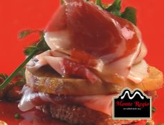¡Siempre apetece! Tostada de foie con finas lonchas de jamón ibérico #MonteRegio