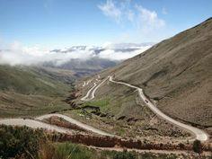 La Cuesta del Lipán. Tramo asfaltado, zigzagueante y empinado de la Ruta Nacional 52, de 17km de extensión, en el departamento de Tumbaya, Jujuy. De este a oeste, el camino tiene su origen en Purmamarca a 2.192 msnm pasando por el Cerro de los Siete Colores y alcanza su altura máxima en el Abra de Potrerillos a 4.170 msnm, continúa por las Salinas Grandes a 3.450 msnm, y luego hacia el Paso de Jama. Existe un mirador desde donde puede observarse la vertiginosa cuesta en casi toda su…