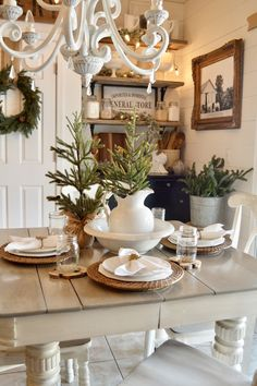 Shabby Chic Decor easy and creative tricks - Funky to shabby decorating tricks to design a stupendous shabby chic home decor rustic . The fantastic tips generated on this fun day 20181229 , pin note ref 3503264061 Farmhouse Christmas Decor, Rustic Christmas, Christmas Home, Farmhouse Decor, Farmhouse Style, Christmas Fireplace, Cottage Farmhouse, White Christmas, Modern Farmhouse