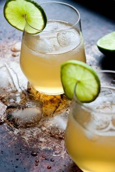Mamie Taylor: whiskey + lime juice + ginger beer [signature drink]