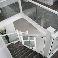 Dazzling white staircase with clamped glass - Sale! Shop at Stylizio for womens and mens designer handbags luxury sunglasses watches jewelry purses wallets clothes underwear White Staircase, House Staircase, Staircase Railings, Banisters, Modern Staircase, Staircase Ideas, Banister Ideas, Staircases, White Banister
