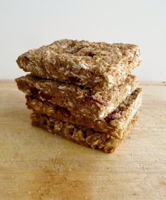 Sugar-Free Quinoa Granola Bars    3/4 cup whole wheat flour  1/2 tsp cinnamon  1/2 tsp salt  1/4 tsp baking powder  1/4 tsp baking soda  1/2 a banana, mashed (about 3 tbsp)  1/3 cup unsweetened applesauce  1 tbsp molasses  1 tsp vanilla extract  2/3 cup cooked and cooled quinoa  1/2 cup rolled oats  1/4 cup dried cranberries  2 tbsp pumpkin seeds (pepitas)