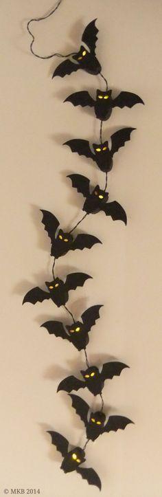 Fledermaus-Lichterkette – bat chain of lights (CAMEO) Bat Fairy Lights – bat chain of lights (CAMEO) Bricolage Halloween, Diy Halloween, Entree Halloween, Manualidades Halloween, Halloween Birthday, Halloween 2017, Happy Halloween, Halloween Decorations, Hallowen Ideas