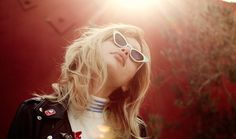 Une fille, un style dans le dressing de Staz Lindes Rose Vintage, Cuir Vintage, John Waters, Vivienne Westwood, Purple Pumps, Dressing, Style Retro, Retro Hairstyles, Costume Shop