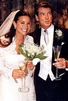 Pierce Brosnan and Keely Shaye Smith Wedding - Celebrity Bride Guide Celebrity Wedding Photos, Celebrity Wedding Dresses, Celebrity Couples, Celebrity Weddings, Star Wedding, Wedding Pics, Wedding Couples, Wedding Cake, Wedding Venues