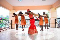 Hello #dabbing princesses @naijagoddess  #traditionalwedding #weddingswelove #chioma2017 Photo by @bankyphotography  #nigeriaweddings #gidiweddings #beads #makeup #photography #naijaphotographer