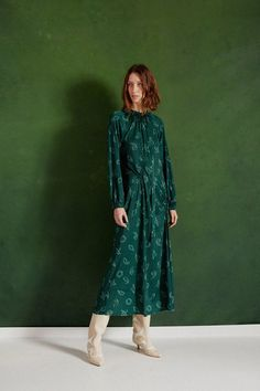 See the full Tibi Pre-Fall 2018 collection.