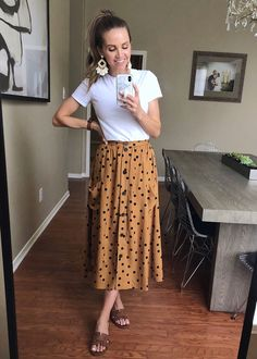 August is typically the hottest month, so here are some summer outfits that will get you through the hot hot heat until fall arrives! Casual Teacher Outfit, Art Teacher Outfits, Summer Teacher Outfits, Teacher Wardrobe, Summer Work Outfits, Casual Work Outfits, Business Casual Outfits, Professional Outfits, Work Attire