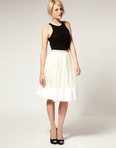 i love this length high wasted skirt & how the tulle is trimmed w/ the underlayment fabric!