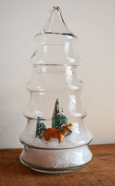 Christmas terrarium - Wow, I have one of these vintage candy jars. I'll definitely make this!!!