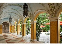Known for his Mediterranean and Spanish Colonial Revival style, Mizner was the most well-known American architect in the 1920s. He was the visionary behind the development of Boca Raton, Florida, and he remains the most famous Palm Beach architect to this day.