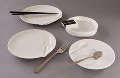Vaisselle avec empreintes par Ross McBride - Grooveware - Collection de vaisselle en porcelaine blanche avec une empreinte permettant de déposer un ustencil spécifique.