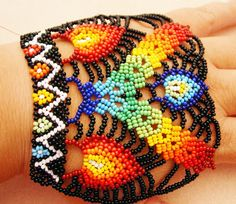"""Jubeads box: 26.10.07 """"Little woman in the street"""" Hojas module, pine-needle bracelet (with a pinecone clasp) and Leaf drops!"""