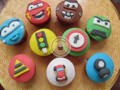 Cupcakes Top Cakes - Carros http://www.facebook.com/danielletopcakes