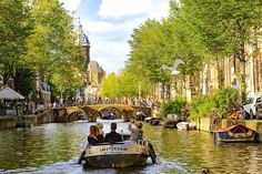 Boat tour in Amsterdam. Check out the perfect itinerary for 3 days in Amsterdam. Tour En Amsterdam, 3 Days In Amsterdam, Amsterdam Travel, Amsterdam Netherlands, Amsterdam Sights, Best Places In Europe, Best Places To Travel, Countries To Visit, Places To Visit