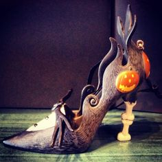 Sally will be in Halloween Town high fashion with this detailed dimensional shoe ornament. This spooky ornament captures the haunting charm of the Nightmare Before Christmas heroine.