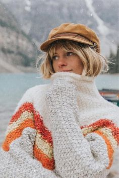 Bang Ideas According To Your Face Shape: Although it took me a while to accept it, there are styles that flatter our face shape and some that we should never, ever try. Bangs are not the exception. Winter Sweater Outfits, Winter Sweaters, Sweater Weather, Perfect Bangs, Boho Fashion, Autumn Fashion, Bobs For Thin Hair, Pelo Pixie, Choppy Bob Hairstyles