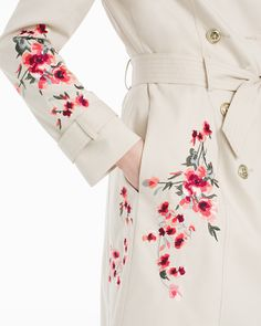 The Rise of Floral Fashion Embroidery And how to Do It Yourself - The Rise of Floral Fashion Embroidery And how to Do It Yourself Source by oksiatelier - Embroidery Suits, Embroidery Fashion, Machine Embroidery, Embroidery Designs, Floral Embroidery Dress, Simple Embroidery, White Embroidery, Floral Fashion, Fashion Dresses