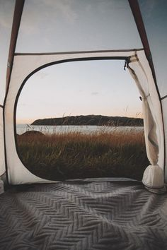 Ideen Camping Fotografie Zelt Himmel - camping and traveling diys and tips - Camping Photography Adventure Awaits, Adventure Travel, Nature Sauvage, Camping Aesthetic, Rando, Camping Photography, Camping Life, Camping Potty, Camping Songs