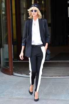 Pin for Later: Styling Hacks to Steal From the Best Model Off-Duty Moments Anja Rubik made the streets of Warsaw stylish with her tuxedo-inspired ensemble, topped with a beanie and round sunglasses. Anja Rubik, Fashion Photo, Love Fashion, Fashion Tips, Neon Yellow Tops, Model Street Style, Model Look, Models Off Duty, Best Model