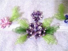 Bordados con cintas flores pon pon en alto relieve