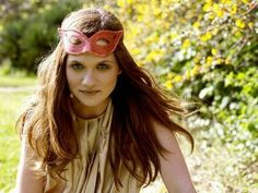 Picture of Bonnie Wright Bonnie Francesca Wright, Bonnie Wright, Round Sunglasses, Sunglasses Women, Natural Redhead, Harry Potter Film, Go Red, Ginny Weasley, Elizabeth Gillies