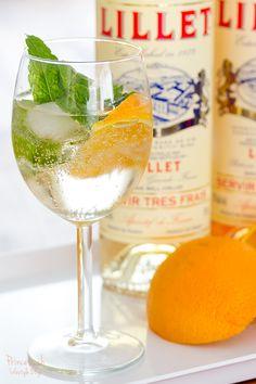 5cl Lillet Blanc 10cl Tonic Water 1 dünne Gurkenscheibe (1 Erdbeere) 1 kleiner Minzezweig