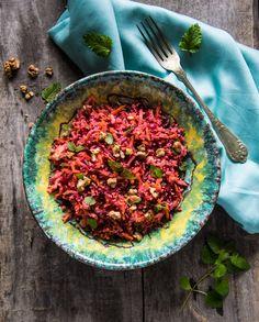 A saláták a hétköznapjaim, főleg vacsoráim megmentői, hiszen egyrészt szupergyorsan elkészülnek, másrészt vegyíteni lehet bennük mindent, amit csak találunk a hűtőben. :) Közben pedig egészséges is, hiszen össze lehet úgy őket pakolni, hogy tartalmazzanak elegendő friss zöldséget/gyümölcsöt,… Paella, Curry, Ethnic Recipes, Kitchen, Food, Cuisine, Curries, Meal, Eten