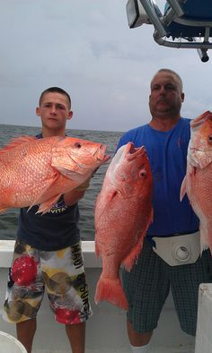 Red Snapper Charter Fishing in the Gulf of Mexico with Capt. Lance Walker with Fish Commander Guide Service.      Giant Red Snapper caught out of Grand Isle, La    www.fishcommander.com