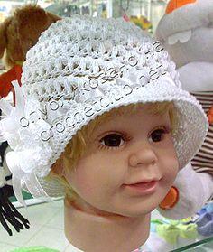 Детская шляпка с цветком, связанная крючком. Бесплатная схема вязания крючком шляпки.