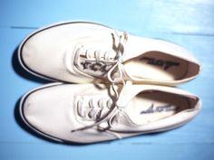 Como limpar um tênis de tecido branco | eHow Brasil