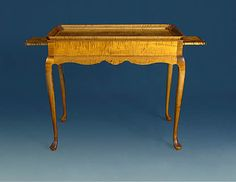 Queen Anne Tray Top Tea Table   Boston With Candle Sides