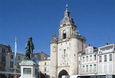 la Grosse Horloge et la statue de l'Amiral Duperré, La Rochelle, Poitou-Charente