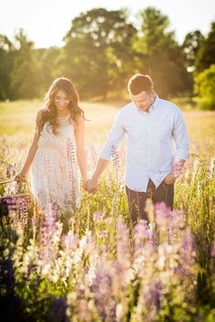 52 Cute Summer Engagement Photos To Get Inspired - Wedding Photography - Engagement Ring Engagement Photo Outfits, Engagement Photo Inspiration, Engagement Couple, Engagement Shoots, Prenup Ideas Outfits, Outdoor Engagement Photos, Field Engagement Photos, Outfit Ideas, Engagement Ideas
