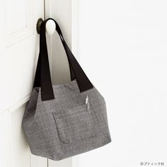 トートバッグにもなる!使いやすいおしゃれな2wayバッグの作り方 | ぬくもり Japan Bag, Pouch Pattern, Handmade Bags, My Bags, Diy And Crafts, Tote Bag, Sewing, Flower, Fashion