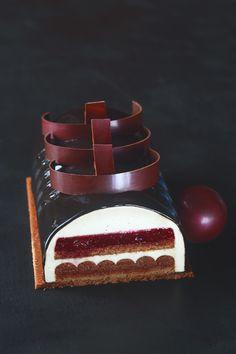 """A receita em português está em baixo.     Этот торт - своего рода вариация на тему знаменитого """"Чёрного леса"""" (Forêt Noire). Три главные..."""