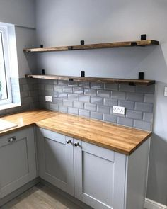 Have you seen our lovely scaffold board shelves? Perfect addition to any kitchen for all of those lovely accessories 💘 #oakworktops… #kitchenshelf