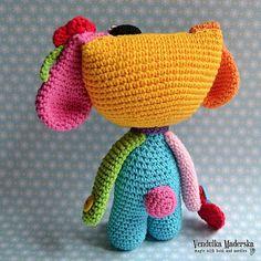 Perro patrón-arco iris de ganchillo de crochet por VendulkaM