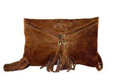 Imagine Accesorios Bolso camel serraje serpiente 39, 99€, lo podrás llevar de mano y de colgar!http://imagineaccesorios.com/bolsos/bolsos-de-piel/bolso-camel-serraje-serpiente.html