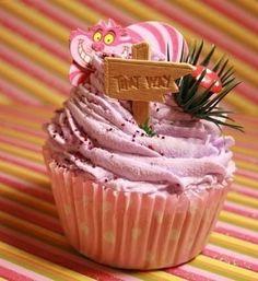 alice in wonderland cupcakes Baking Cupcakes, Cupcake Cakes, Disney Cupcakes, Cupcakes Decorating, Giant Cupcakes, Fun Cakes, Yummy Cupcakes, Cupcake Ideas, Alice In Wonderland Cupcakes