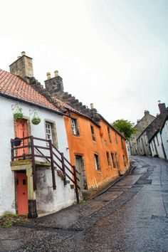 Culross | Fife in Scotland is such a beautiful place to visit and travel around! Here are all the different places to go from St. Andrews to Culross and more. #fife #fifescotland #scotlandtravel #scotland #fifetravel