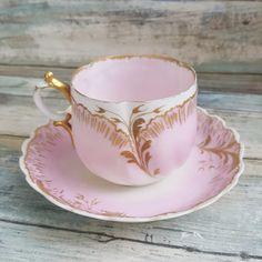 Coffee Cup Set, Tea Cup Set, My Cup Of Tea, Tea Cup Saucer, Tea Sets Vintage, Vintage Cups, Cup Maker, Pink Cups, Cup Art