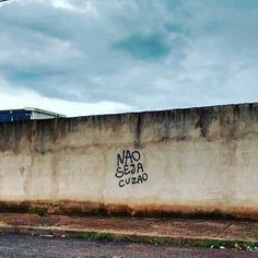 #Repost @elaine.moura.92 ・・・ Local? #olheosmuros #streetart #vozdasruas #recado #urbanas http://ift.tt/1qeQnPO